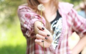 glitter-nail-polish-girl-dandelion-hd-wallpaper