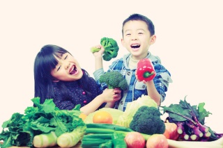 iStock_15350732_kids_with_produce_1200x800